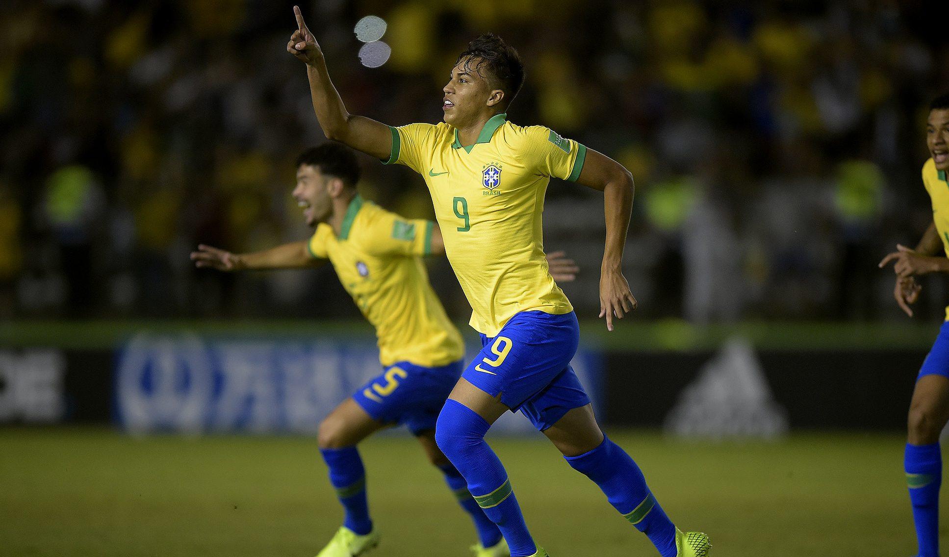 Em jogo com duas viradas, o Brasil se recupera, com gols de Kaio Jorge e Diego Rosa, e garante vaga nas quartas de final