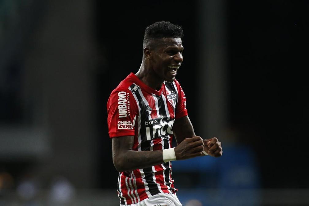 Arboleda comemora gol com a camisa do São Paulo (foto: São Paulo FC)