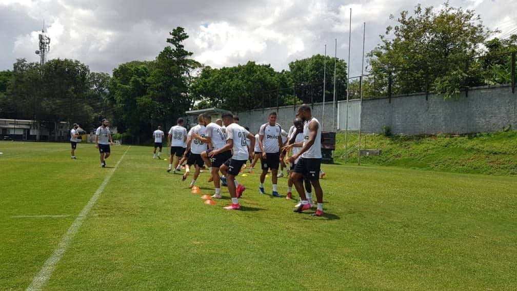 Ponte Preta voltou a treinar após reunião com diretoria e iniciou preparação pra duelo contra o Nautico. (Foto destaque: Divulgação/ Thiago Toledo/ PontePress)