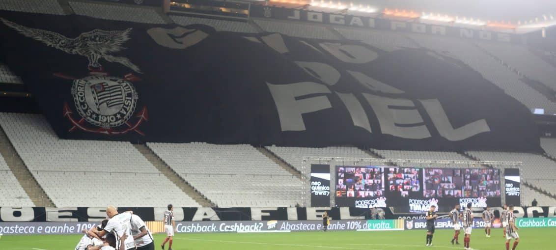 Chocolate! Com gol de Luan, Corinthians goleia Fluminense pelo Brasileirão