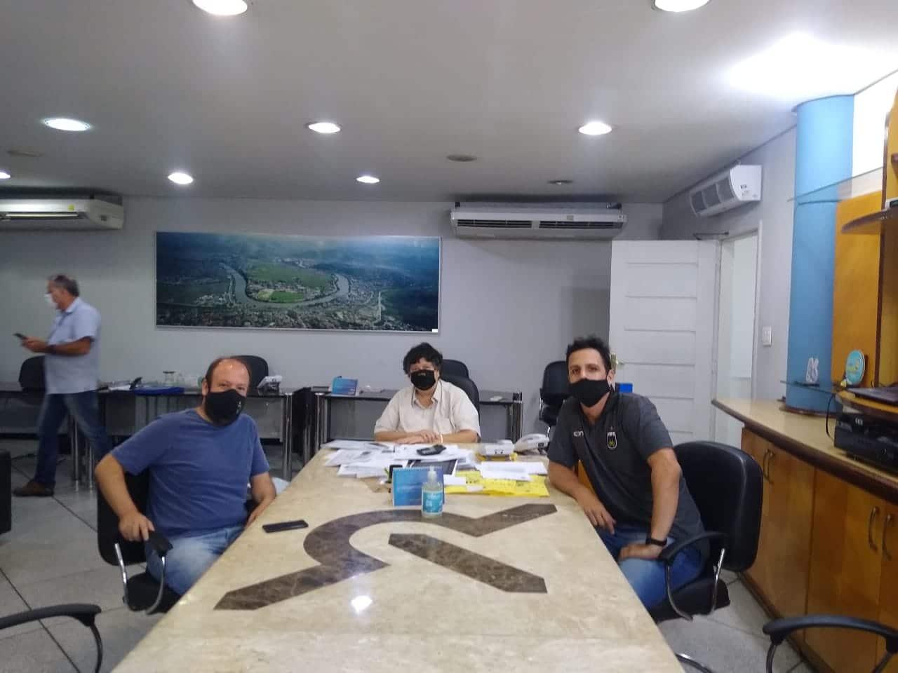 Foto da reunião entre o vice-presidente do clube e o prefeito da cidade de volta redonda. Foto destaque: Divulgação/ Volta Redonda